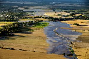 När det faller så mycket regn att det blir översvämning drabbas jordbrukare ofta hårt.