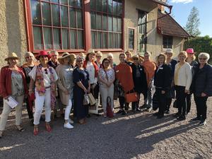 Sommarhattarna var på när Falun–Borlänge Zontaklubb hade avslutningsträff på Carl Larsson-gården i Sundborn. Nu väntar en aktiv höst och klubben bjuder in intresserade till öppet hus. Foto: Läsarbild