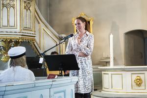 Sigrid Bergåkra höll ett känslosamt tal för eleverna i Undersviks kyrka.