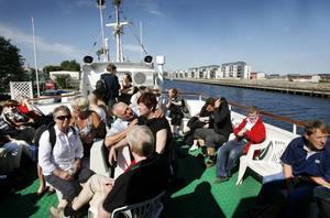 Exakt 61 passagerare fanns ombord på båten under första turen till Limön.