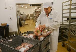 Rimmad skinka som man tillagar själv eller färdigkokt - Michael Oldins företag erbjuder båda varianterna. Den färdigkokta är utan tvekan den mest populära.