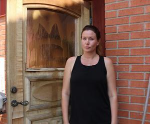 Miriam Hellquist tycker det känns tråkigt att någon klottrat på byggnaden.