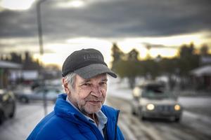 – Taxi kan man ju inte åka till Krokom, det skulle bli alldeles för dyrt, säger Juhani.