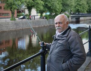 Abdul Ahmed passade på att fiska i Gavleån en sommarkväll i juli.