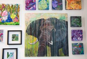 En del av det måleri som Erika Viklund visar.