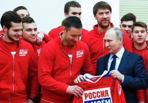 Den 31 januari träffade president Putin hockeyspelarna som inte representerar Ryssland utan som deltar i OS som
