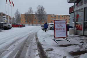 Ica-affären på Norra Järnvägsgatan i Falun tömmer butiken inför stängningen i helgen. På torsdagen var rabatten 30 procent på allt utom alkohol, tobak, spel och receptfria läkemedel.