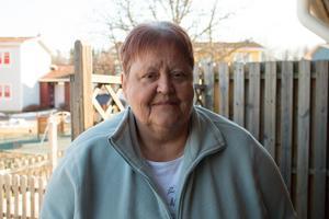 Christina Cederholm kan inte hälsa på sin familj på grund av att hon inte får med sig sina hjälpmedel.