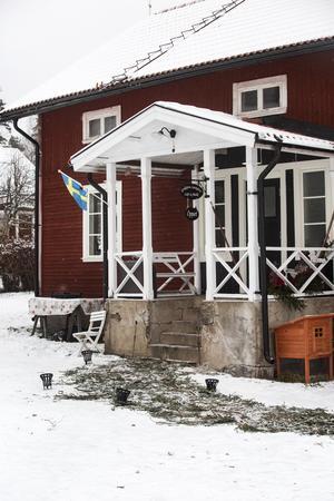 Huset på gården är nyrenoverat och används till gårdsbutik och café. Planer finns på att öppna bed and breakfast också.