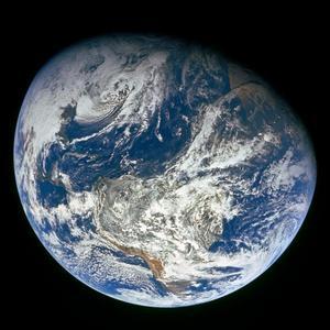 Idag är jorden blåfärgad , men så har inte alltid varit fallet. Den blå färgtonen uppstod först när syrehalterna på planeten började stiga. Foto: NASA  / Handout