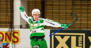 Ted Bergström blev stor matchvinnare i den första semifinalen. Den tidigare petade VSK-anfallaren gjorde tre mål.