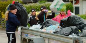 IBK Hallsta är en av länets föreningar som deltar i Föreningskampen. Här är det föreningens flickor 05-lag som samlar in pant. Foto: Skärmdump från pantamera.nu