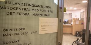 Lappen på dörren berättar att Vidar vårdcentral slår igen den 13 september. Under de sista dagarna utförs endast vård som inte kan vänta.