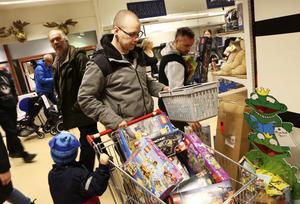 Benny Johansson från Strömsund fyndade i huvudsak Lego när Lekplaneten i Östersund hade konkursutförsäljning på fredagen.