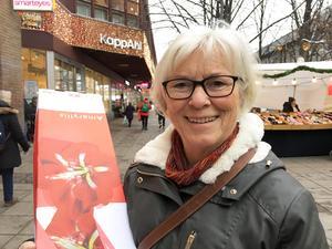 """Anette Stolpe, 70, Centrum: """"Jag vill att Sverige ska sluta exportera vapen, för jag vill ha fred i världen""""."""