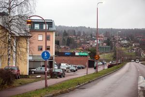 Det är bara de lyktstolpar som är åtta meter höga som har bytts ut längs riksväg 70-genomfarten i Rättvik