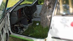 Att svetsa samman bilen med äppelträdet gick snabbare än väntat.