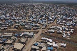 I stället för att skydda de som flyr krig verkar Sverige vilja skydda sig från flyktingar, skriver artikelförfattarna. Foto: AP Photo/Ghaith Alsayed.