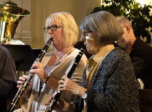 ... klarinett (Karin Benjaminsson (t.v) och Britt Mari Linge Carlsson)