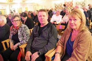Monica Larsson, Tommy Johansson och Ann-Britt Carlqvist från Bollnäs stack till Järbo på ett spontanbesök.