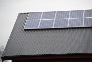 Du får 15 procent för att installera solceller och 50 procent avdrag för en laddbox eller batterilager, skriver debattförfattarna.