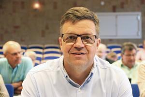 Vi har inte fört några samtal med Socialdemokraterna. Vi har inte samma värdegrunder, så jag kan inte se ett sådant samarbete. Inte med Vänsterpartiet eller Sverigedemokraterna heller, säger Hans Jonsson (C).