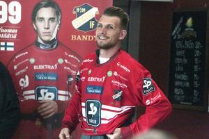 Simon Jansson – en profilspelare är tillbaka i Edsbyn. Lita på att han kan bilda en explosiv duo med Tuomas Määttä - ung profil på väggen i bakgrunden.