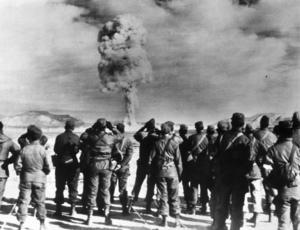 Provsprängning av en atombomb i Nevadaöknen 1951. Foto: TT