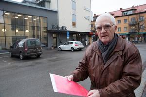 """""""Ludvikahem bör se till att ha ett särskilt brev som man skickar ut till dödsbon"""", säger Hans Axelsson. Men han tycker sig inte ha mött någon förståelse för sina synpunkter hos Ludvikahem."""