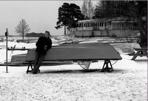 Vinterbilden 1997. Årets modell: Jacob Sillén. Medeltemperatur: -2,4. Nederbörd: 50,6. Foto: Mikael Wenneros.