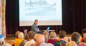 Köpingskännaren Sten Lindqvist talade om hur Köping såg ut för 50 år sedan och visade bilder från stadsmiljön på den tiden.