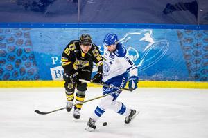Martin Janolhs i närkamp med Leksands Filip Johansson Pantern och Leksand tidigare i år.Foto: Mikael Bengtsson / BILDBYRÅN