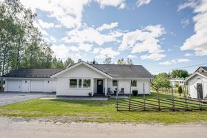 Det här huset i Angsta utanför Örnsköldsvik såldes för 2 350 000 kronor. Foto: Mäklarhuset
