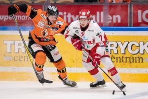 Karlskronas Morten Madsen och Timrås Marcus Hardegård. Foto: Magnus Lejhall/Bildbyrån