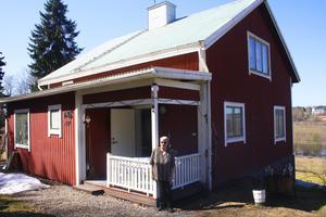 I torpet på bilden bodde Berits far Kurt hos sin morbror Gustav Olsson.