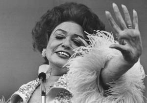 Den svenska revyartisten Zarah Leander (1907 Karlstad–1981 Stockholm) var Nazitysklands största filmstjärna och fortsatte efteråt som stor internationell sångerska. Hennes filmer och skivor gjorde henne till miljonär. Foto SCANPIX