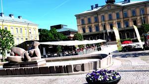 Sommarrestaurangen gör Rådhustorget mer levande, anser kommunen. Snart kommer man att annonsera efter en krögare som  vill driva verksamhet på torget i fyra år, 2021-2024.
