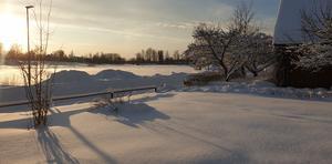 Möklinta i solsken efter detta kraftiga snöfall. Foto: Hanna Söderlund
