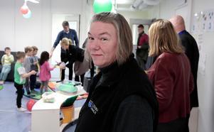 Allt fungerar jättebra här, intygade förskolläraren Pernilla Moberg som inte känner av någon barackkänsla.