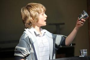 Kid Magic eller Daniel Henriksson från Lillboskolan, Edsbyn fortsätter att fascinera med sina flinka trollerikonster.