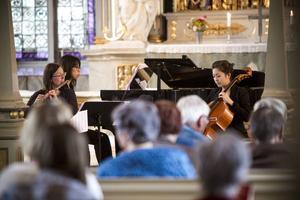 Tricontrast fyllde kyrkan med toner av musik från Bach till nutid.