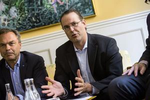 Jan Björklund och Anders Borg hävdar båda som att de vill införa stopp för riskkapitalbolag i skolsektorn. Men om det blir så får inte väljarna veta förrän efter valet.