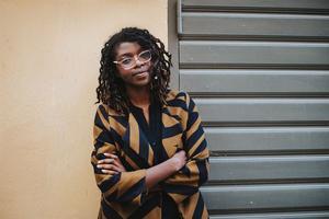Kayo Mpoyi har skrivit en debutroman som gör Crister Enander nyfiken på mer. Bild: Kajsa Göransson