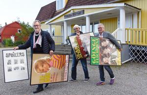 Kalle Nylunds affischer som togs fram för spelningarna visas på lördag. Lasse Haeggström,  Leif Jansson och Ulf Segeblad arrangerar en kväll i Kalle Nylunds anda  lördagen den 19 oktober.