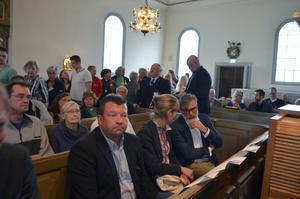 Magnus Ström, Julie Lindahl och Christer Mattsson samtalade i Ludvika Ulrika kyrka.