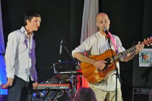 Bengt Kyllinge sjöng om ungdomar och sonen Edvin Erlandsson illustrerade det som Bengt sjöng om.
