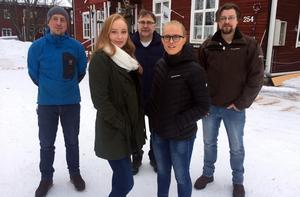 Ulf Eriksson, Karl-Åke Larsson och Per Myhr från Michael Larssons stiftelse tillsammans med stipendiaterna Vanja Kant och Sofia Jonsson.
