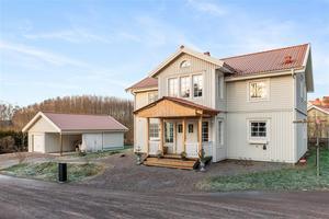 Villa på uppvuxen trädgård i Hönsarvet. Foto: Patrik Persson