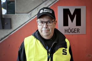 Publikvärden Elmar Thingström jobbar hela cupen. Det är femte året han jobbar på WC men han har under många år jobbat ideellt för SAIK.