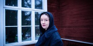 Med sitt nya album Space Travel och sitt nya hem i Lilltjära har Annie Angel hittat tillbaka till musiken och till sig själv.